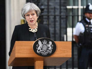 Theresa May comparece ante la prensa