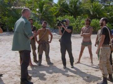 Pedro García Aguado con los aventureros en La Isla