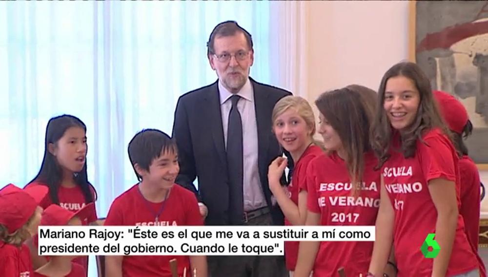 Rajoy enseña la Moncloa a los hijos de los trabajadores del Ministerio de Presidencia