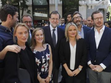 Mariano Rajoy junto a Mari Mar Blanco, hermana de Miguel Ángel Blanco