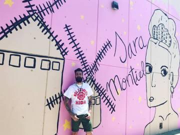 El pintor toledano junto al homenaje a Sara Montiel en Hollywood