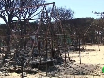 """La causa del incendio que arrasó Doñana y Moguer podría ser una negligencia: """"Se ha quemado un pueblo, no un camping"""""""