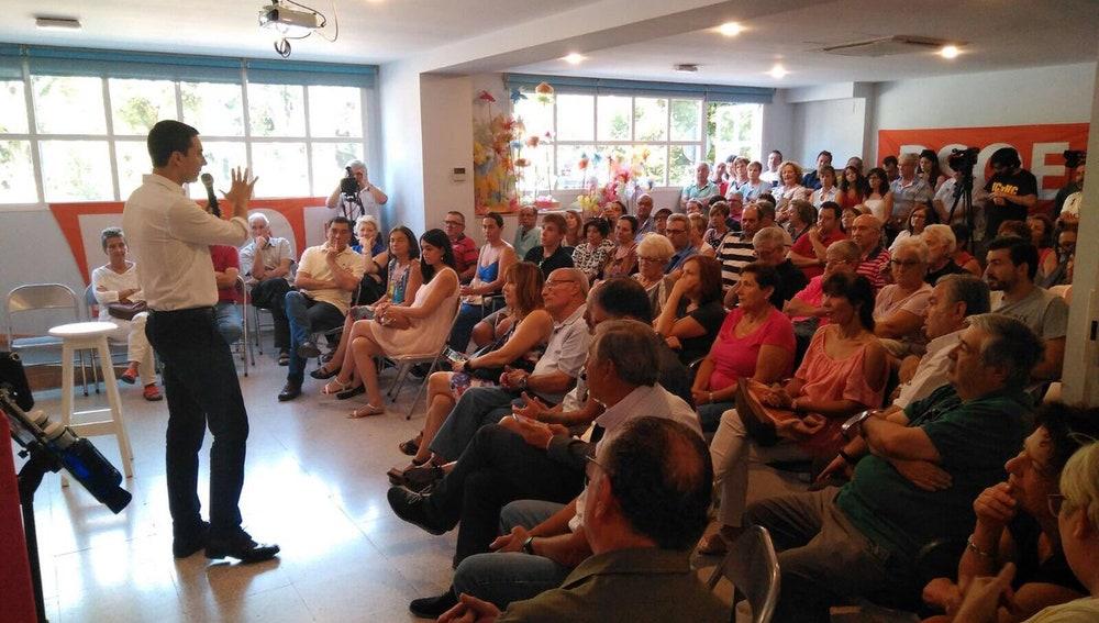Juan Lobato presentando su candidatura