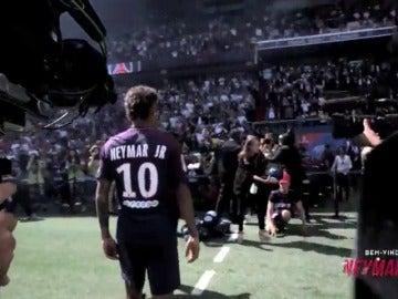 El gesto de Neymar con el escudo del PSG que no gustará a los aficionados del Barcelona