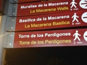 Multitud de usuarios se burlan en las redes de la traducción de unos carteles en Sevilla