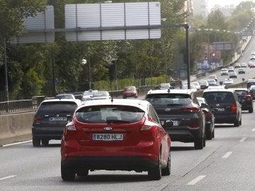 Coches por una carretera española