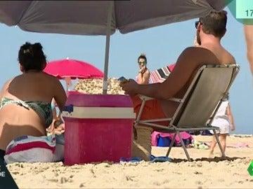 La nevera,  el complemento esencial para ir a la playa en verano