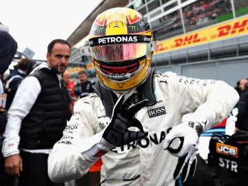 Lewis Hamilton celebra su pole