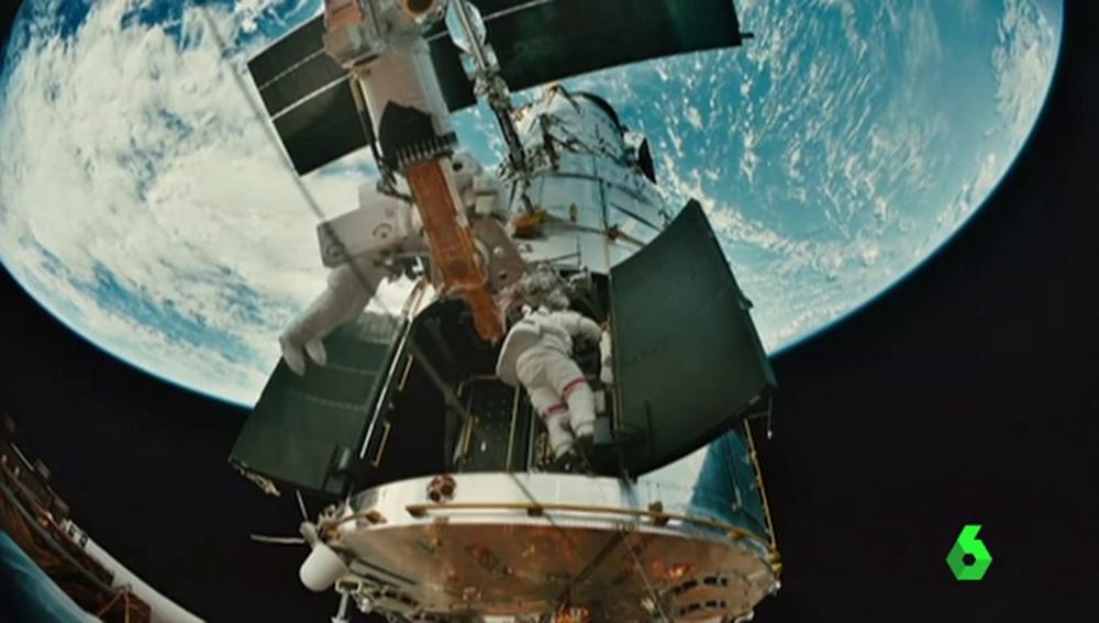 Una empresa española diseña calcetines de hilo de plata y cobre para los futuros viajes al espacio