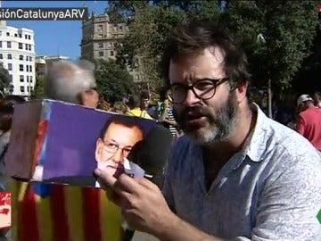 Edu Galán, de la revista 'Mongolia', hizo su propio referéndum en Cataluña