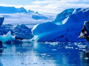 Los glaciares se derriten debido a los gases del efecto invernadero