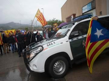 Agentes de la Guardia Civil han entrado en la imprenta Artyplan de Sant Feliu de Llobregat (Barcelona)
