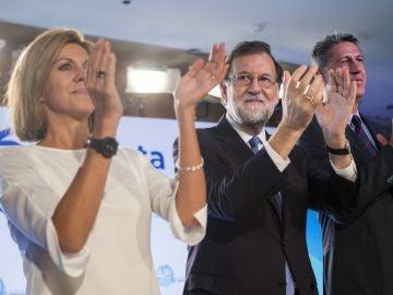 Mariano Rajoy, junto a la secretaria general del PP, María Dolores de Cospedal, y el presidente de los populares catalanes, Xavier García Albiol