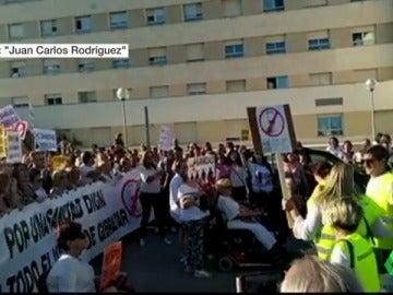Miles de personas exigen en Algeciras que se contrate más personal sanitario