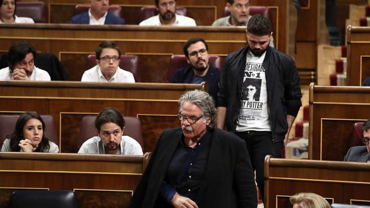 Gabriel Rufián y Joan Tardà abandonando el Congreso