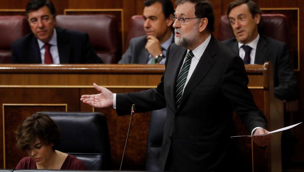 """Rajoy pide a Puigdemont """"sensatez"""" para evitar que tenga que aplicar el 155"""