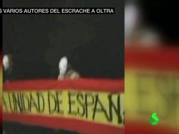 Escrache frente a la casa de Mónica Oltra