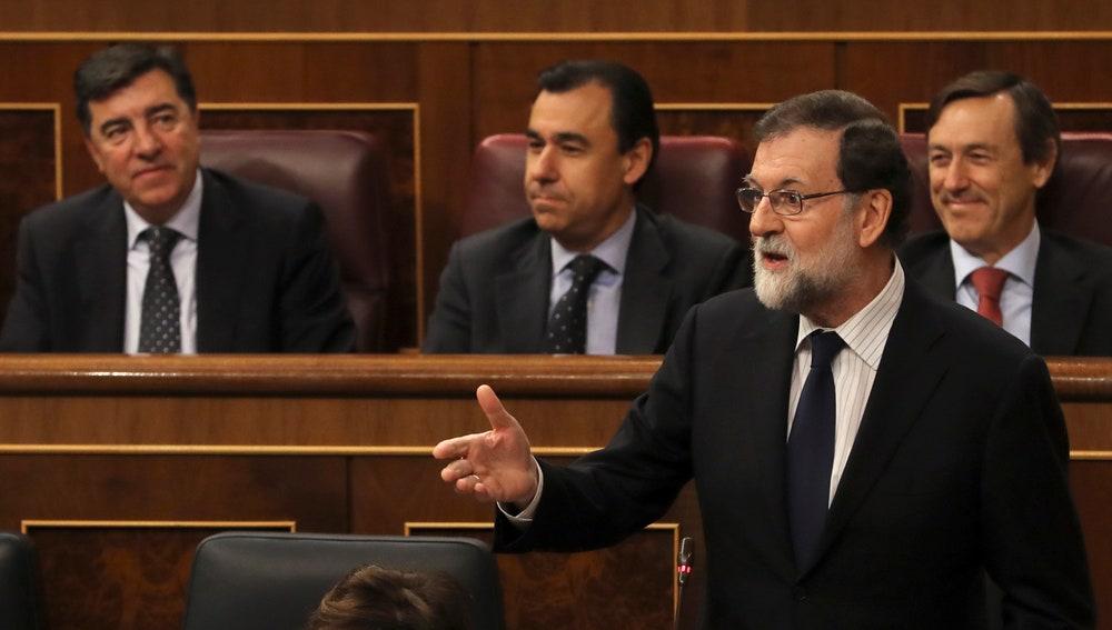 El jefe del Ejecutivo, Mariano Rajoy, durante la sesión de control