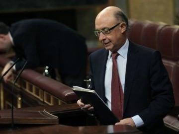 El ministro de Hacienda, Cristóbal Montoro, en la tribuna del Congreso de los Diputados