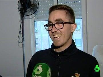 Francisco, un joven con fibrosis quística, consigue que le cambien su casa por otra porque sufría con la humedad y los hongos