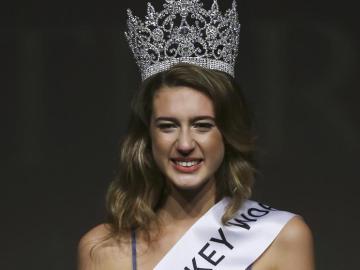 Itir Esen, Miss Turquía 2017