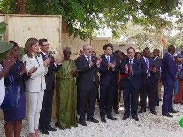 Calurosa acogida a Doña Letizia en Senegal