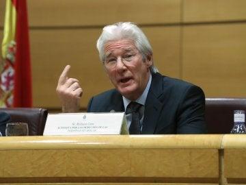 Richard Gere participa en el Senado en acto a favor de los sin techo