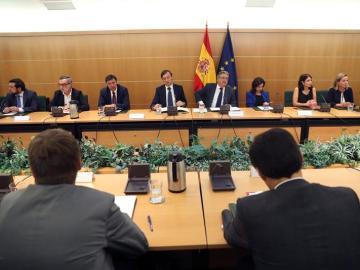 El ministro del Interior, Juan Ignacio Zoido, preside la reunión del Pacto Antiyihadista