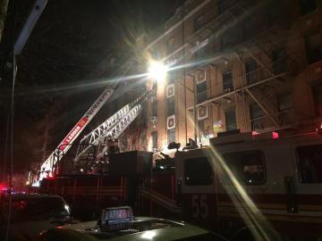 Incendio en un edificio de apartamentos en el distrito del Bronx, en Nueva York