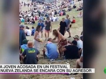 Una joven acosada en un festival