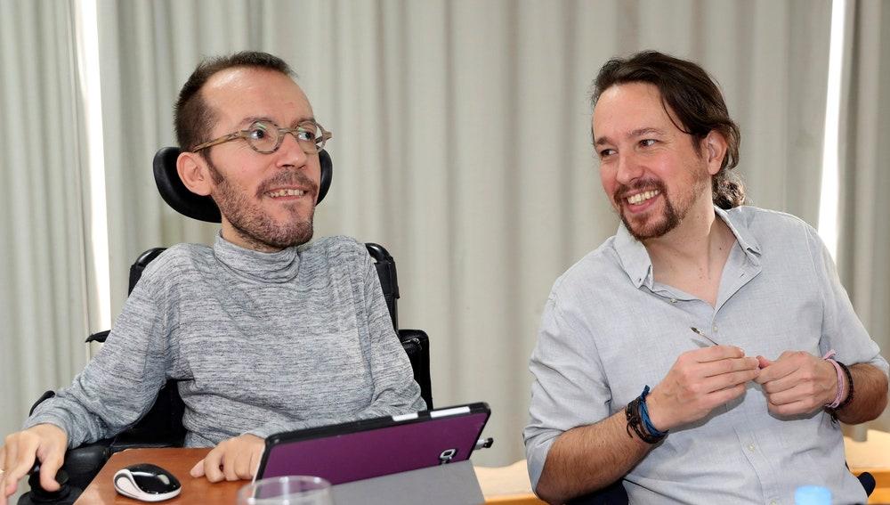 El secretario general de Podemos, Pablo Iglesias, junto a Echenique