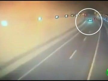 El kamikaze que causó la muerte de dos jóvenes habría acelerado la velocidad