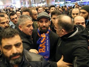 Arda Turan, en su llegada a Estambul