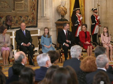 Los Reyes junto a la Princesa Leonor y la Infanta Sofía