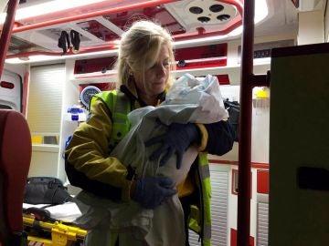 AMUR atendiendo al bebé de tres días que fue abandonado por una mujer de 21 años en la puerta de una parroquia