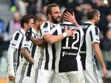 Higuaín celebrando el gol con la Juventus