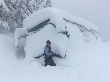 El autobús de los menores quedó sepultado por el temporal de nieve