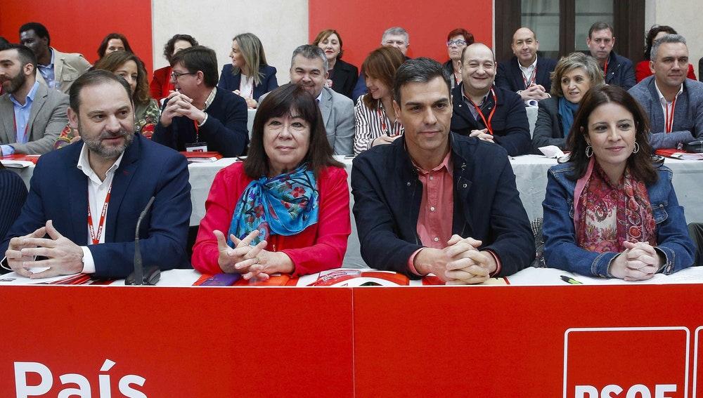 Pedro Sánchez, junto a Cristina Narbona, José Luis Ábalos y Adriana Lastra
