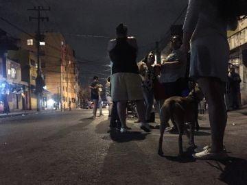 Habitantes de Ciudad de México salen a la calle tras un nuevo terremoto