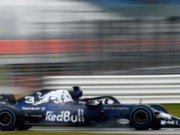 El RB14 de Ricciardo, rodando en Silverstone