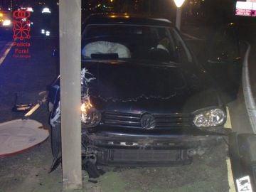 El conductor se salió de la vía y chocó contra una señal de tráfico