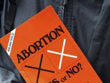 Imagen de un libro sobre el aborto