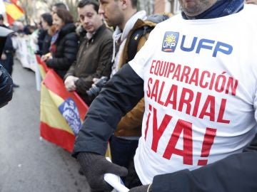 Miembros de los sindicatos policiales y asociaciones de la Guardia Civil durante una concentración