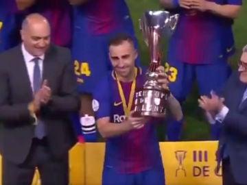 Alcácer levanta la Supercopa de Cataluña