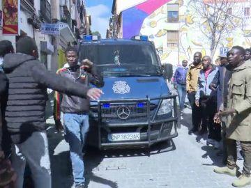 Heridos tres policías municipales en nuevos disturbios en Lavapiés entre inmigrantes y la policía