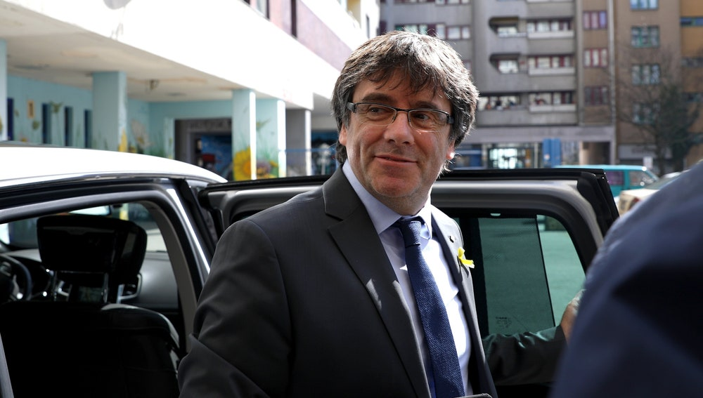 El expresidente catalán Carles Puigdemont a su llegada a una rueda de prensa en Berlín