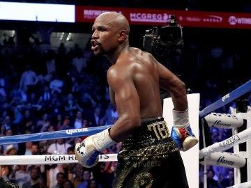 Mayweather, durante su combate contra McGregor