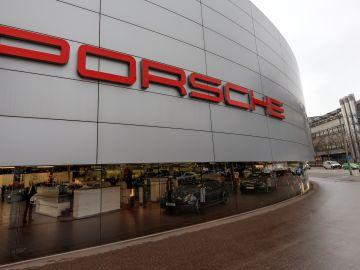 Fotografía de la fachada de la sede de Porsche