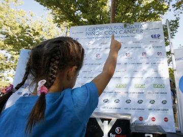 """Una de las pequeñas participantes en la I Carrera Solidaria """"Niños con Cáncer""""."""
