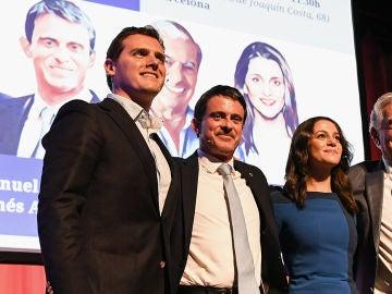 Manuel Valls con Albert Rivera e Inés Arrimadas